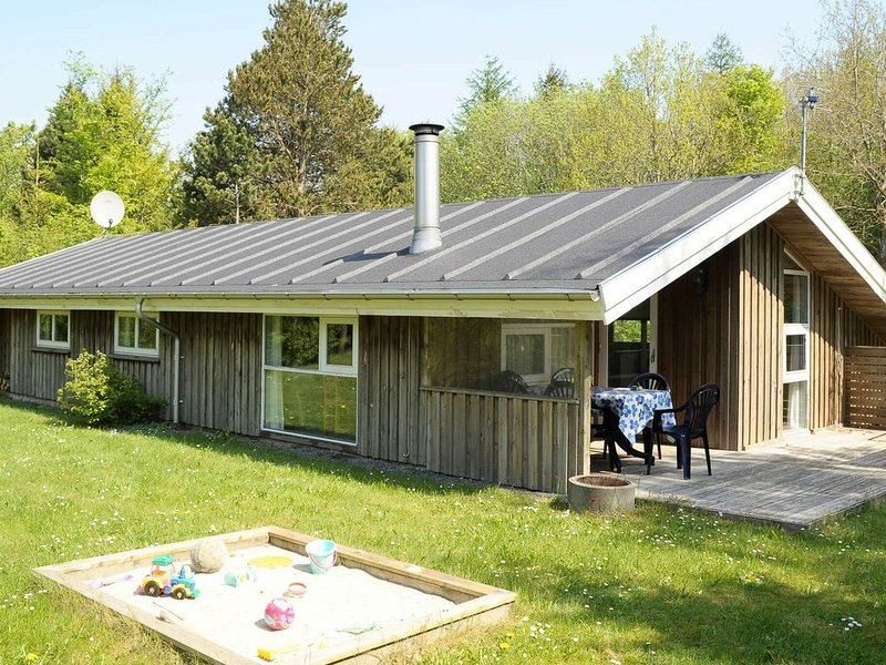 Charming Holiday Home in Ansager with Sauna, holiday rental in Hovborg