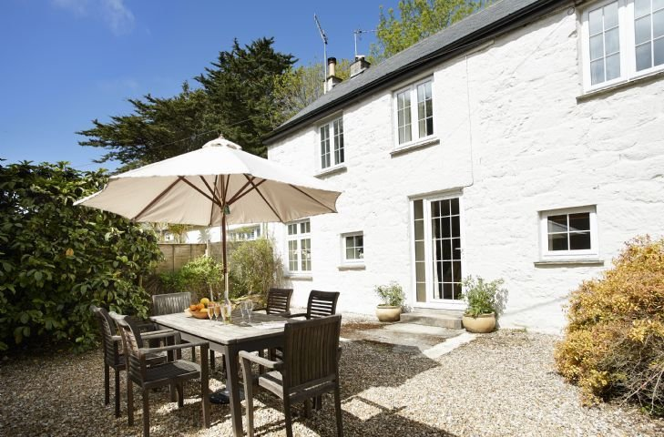 Mews Cottage in Cornwall sleeps six people and even features a cosy fireplace., vakantiewoning in Mawgan
