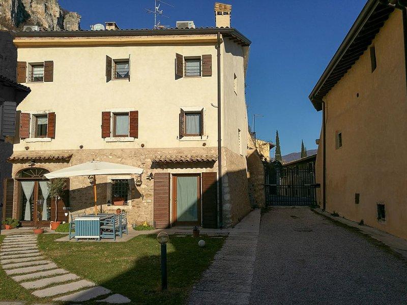 Porzione di rustico nel più completo relax, tranquillità e armonia, aluguéis de temporada em Cavaion Veronese