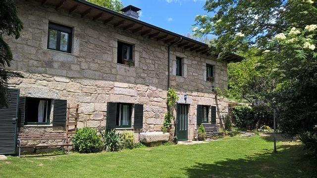 acojedora casa de 3 estrellas verdes, calefaccion , jardin propio, chimenea, aluguéis de temporada em San Justo