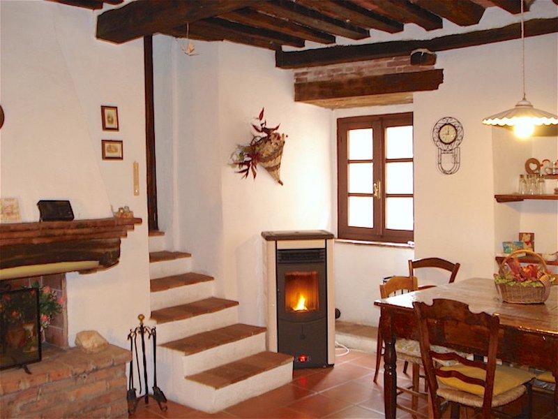 TRÈS  CARACTERISTIQUE Á PEU DE KM DE LA MER & DES VILLES D'ART EN TOSCANE, holiday rental in Bagno di Gavorrano
