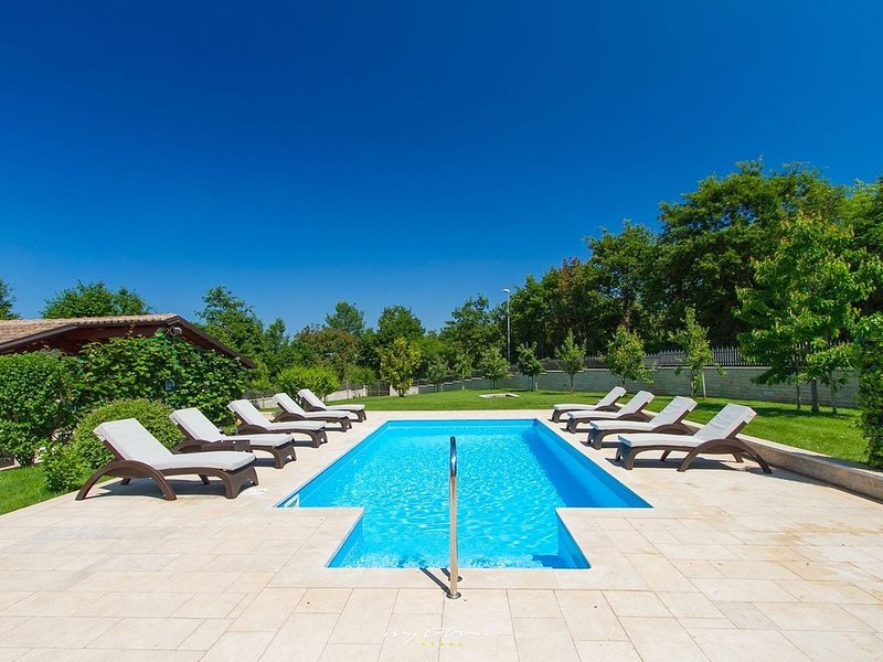 Beautiful villa with pool in Central Istria, holiday rental in Zabrezani