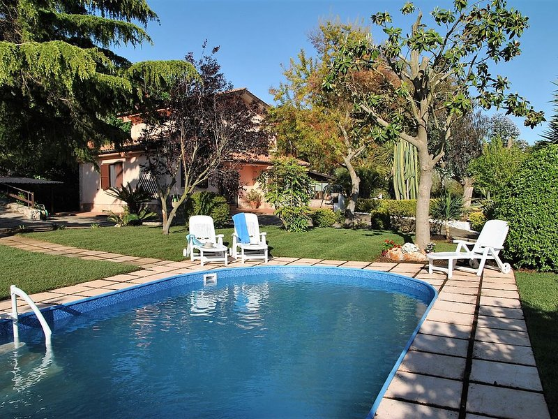 VILLA VALLEREALE Wonderful Garden with private pool on Sperlonga hills, casa vacanza a Sperlonga
