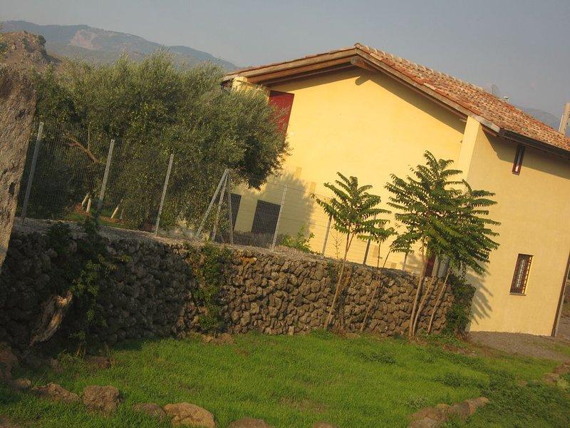 Villa Nocellara vue extérieure de la cour de tennnis
