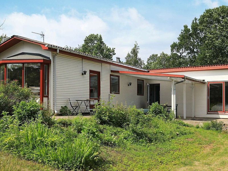 Spacious Holiday Home in Syddanmark with Garden, vacation rental in Martofte