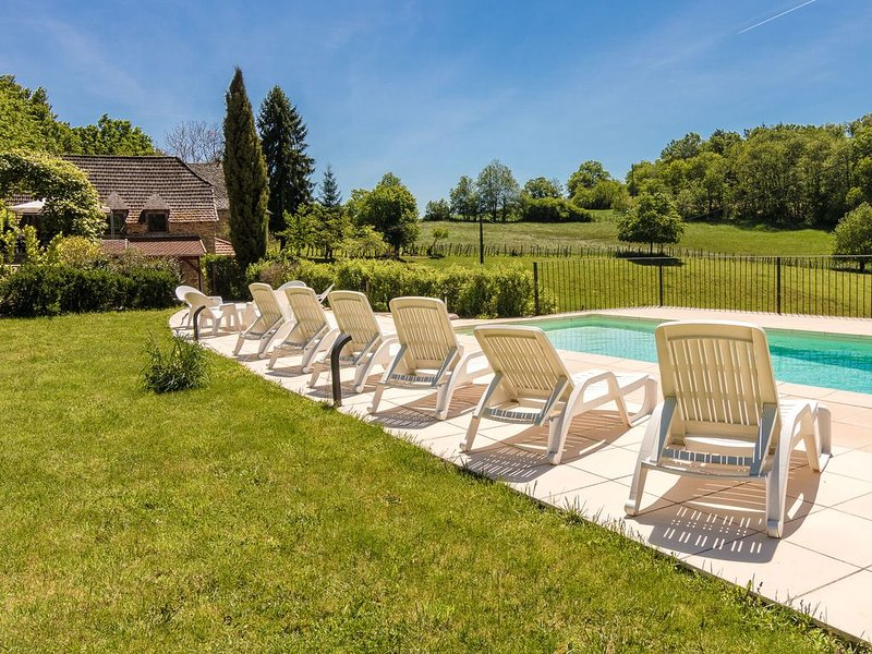 Spacious Holiday Home in Altillac with Private Pool, aluguéis de temporada em Correze