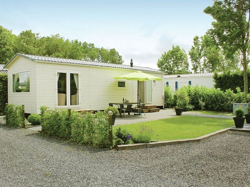 Tidy chalet with a microwave, near the Wadden Sea, alquiler vacacional en Bitgummole