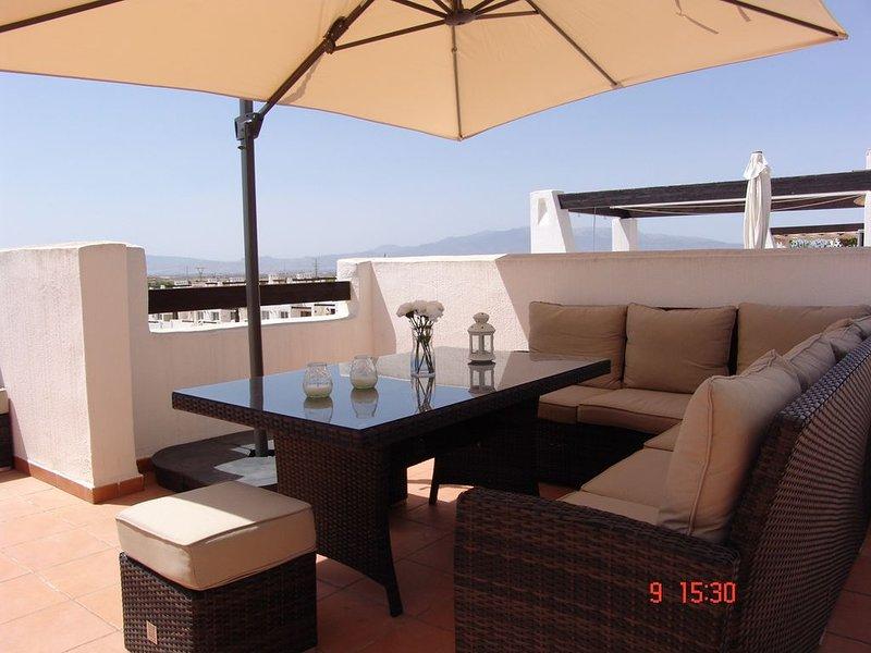 Prachtig appartement op golfresort Condado de Alhama, holiday rental in Alhama de Murcia