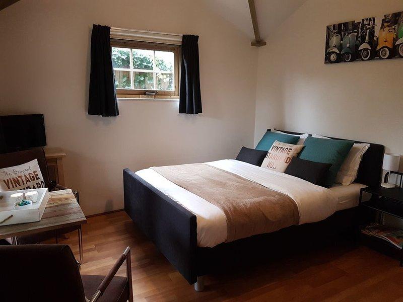 Sfeervol vrijstaand huisje met alle voorzieningen en tuin/terras, veel privacy!, holiday rental in Buren