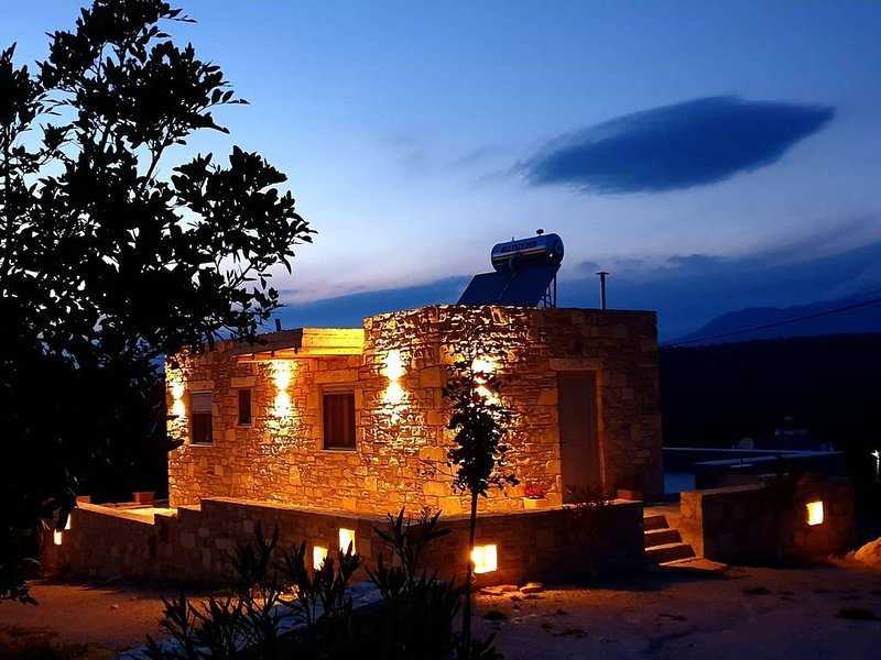 Kipos Apartments on the outskirts of Kamilari (Metochi), vacation rental in Vori