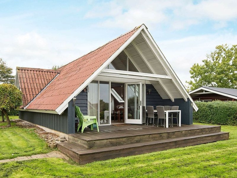 Unique Holiday Home in Hejls Denmark with Roofed Terrace, casa vacanza a Christiansfeld