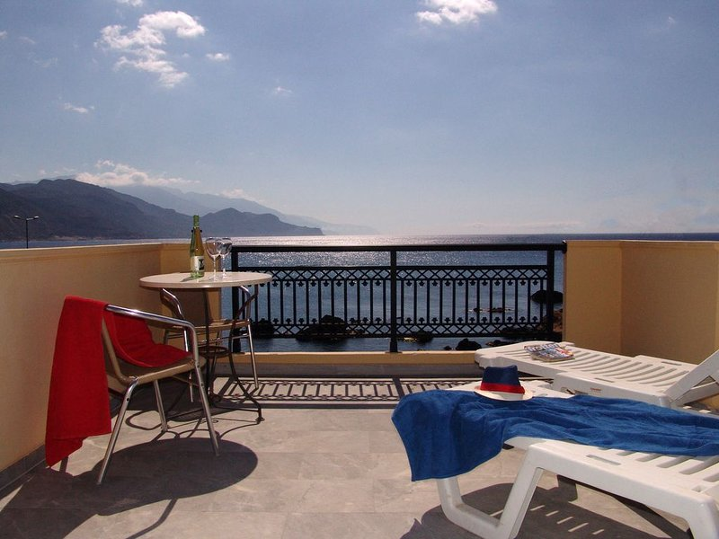 HARBOUR STUDIOS AND APARTMENT, holiday rental in Sougia