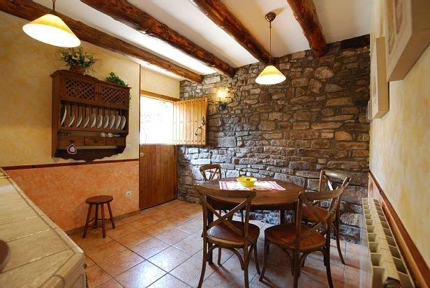 Acogedora propiedad rural casa Alonso, holiday rental in Broto