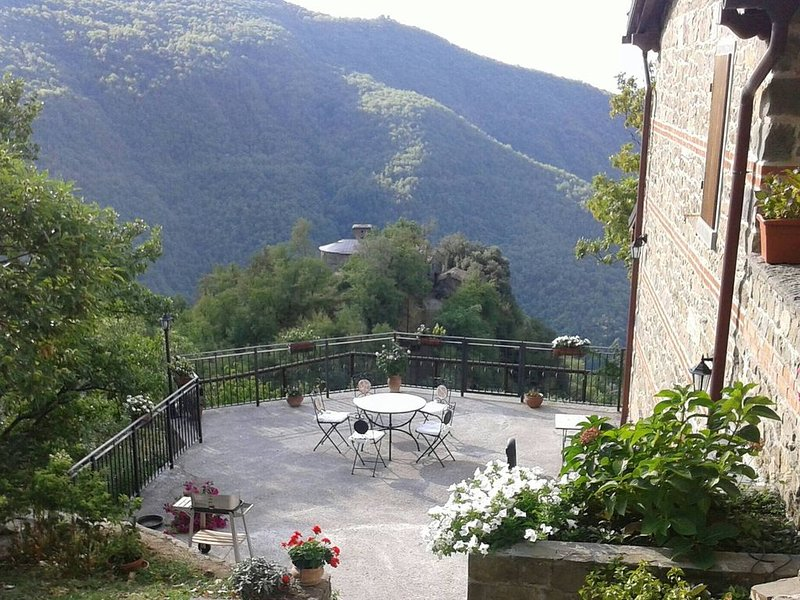 Lovely mountain villa in northern Tuscany north of Lucca, vacation rental in Pieve Fosciana