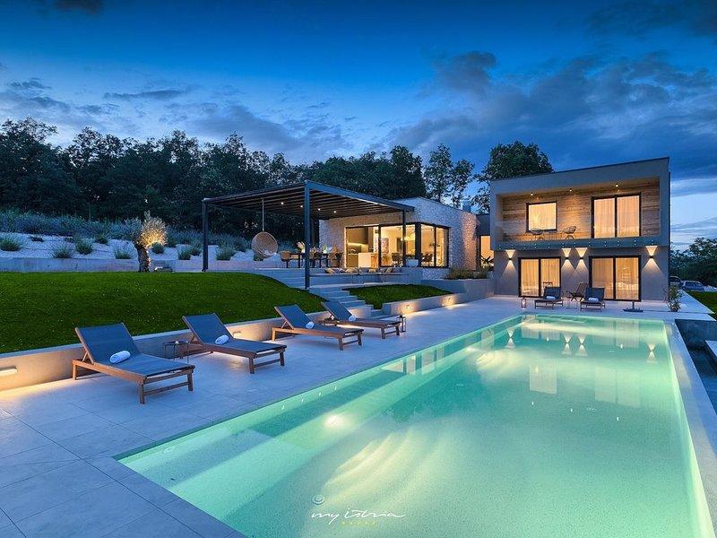 Luxury, modern villa with pool in Central Istria, alquiler vacacional en Kircija