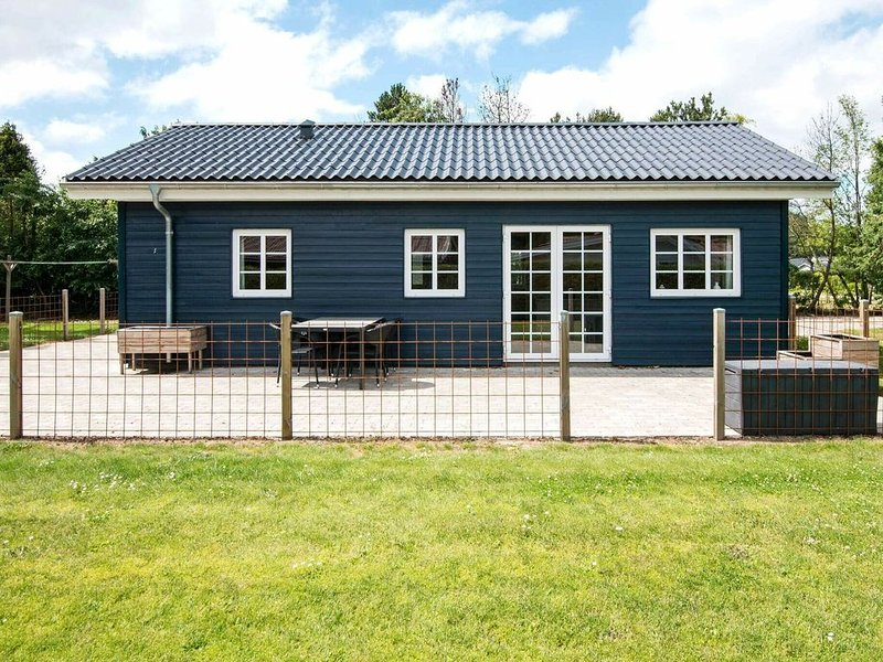 Secluded Holiday Home in Jutland with Barbecue, holiday rental in Hovborg