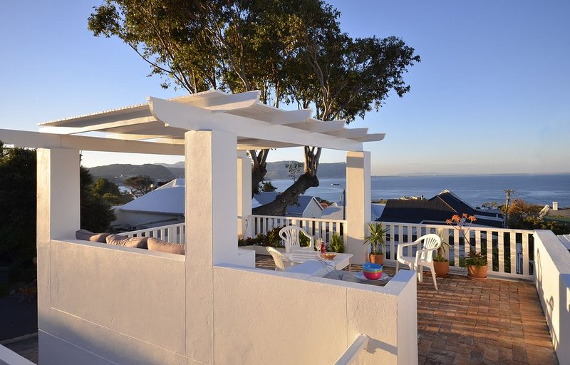Cottage with Sea Views, alquiler de vacaciones en Cape Town