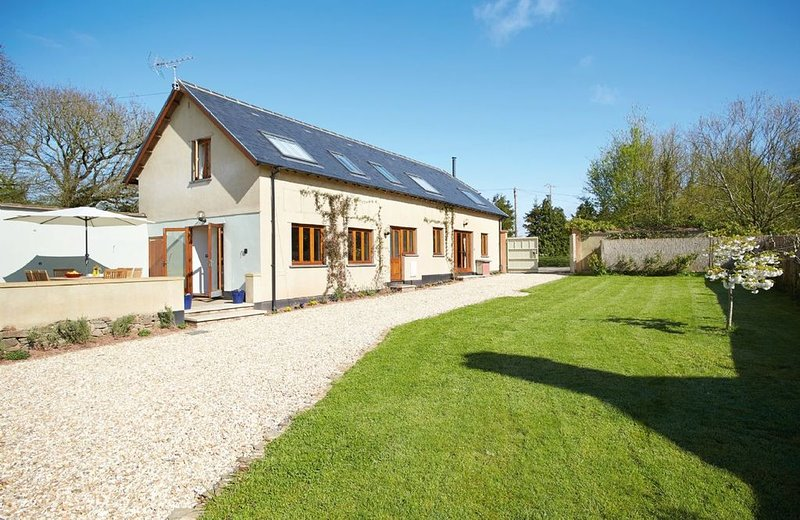 Long Meadow Barn is a charming, spacious detached converted barn set in the vill, holiday rental in Yeoford