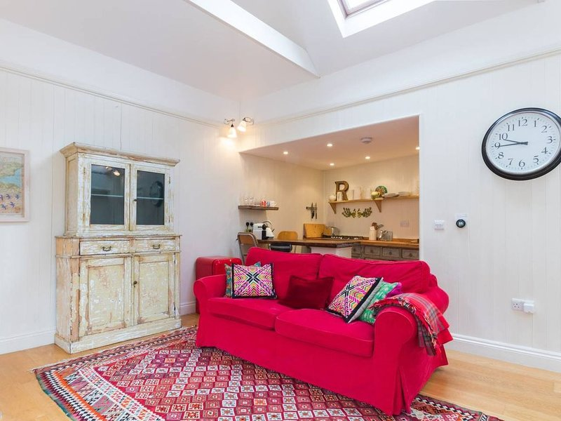Long Stay Discounts - Cottage for 2 set in Garden, holiday rental in Acton