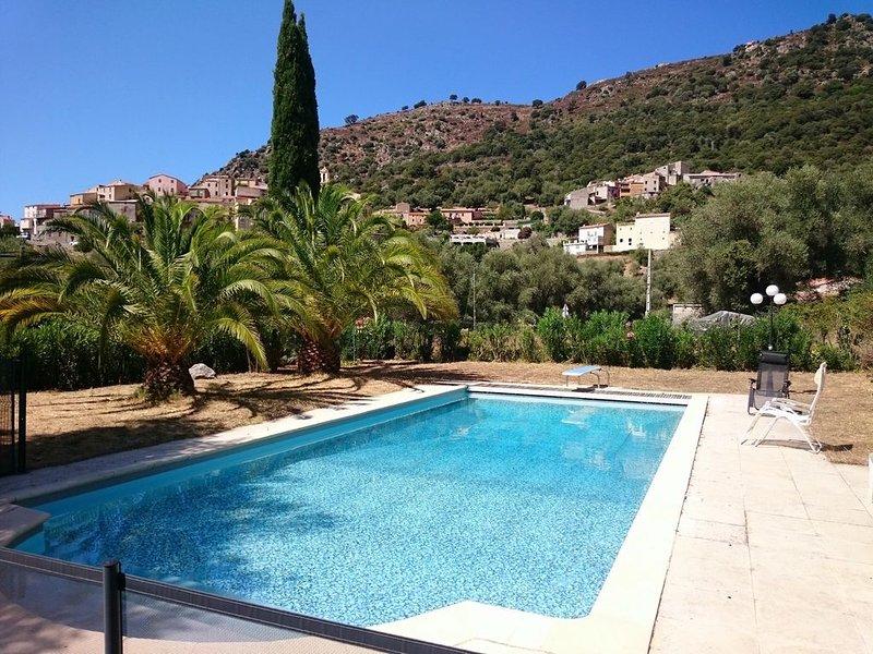 Semplice Aggrondu - Location villa 8 personnes avec piscine, proche Calvi, Corse, location de vacances à Zilia