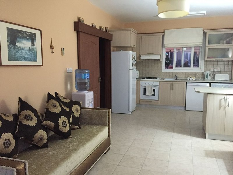 Fantastic 2x Bedroom 2x Bathroom with amazing sea and mountain views, vacation rental in Catalkoy