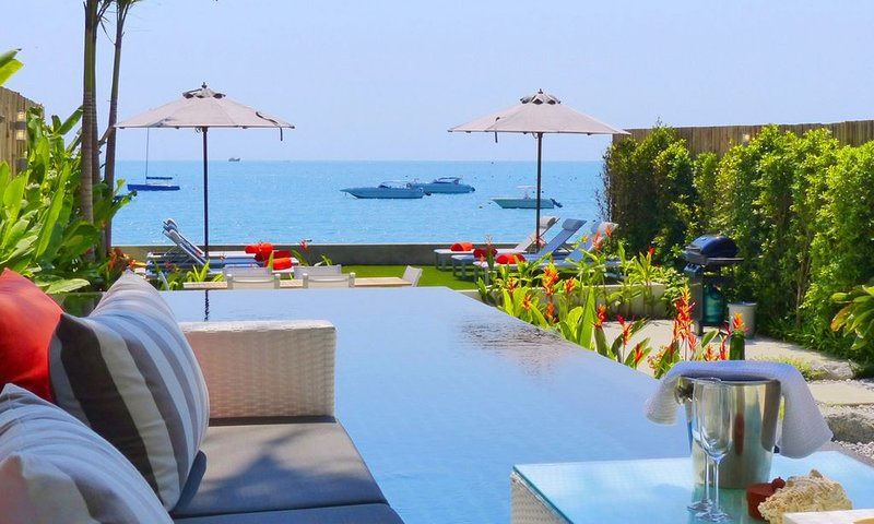 Phuket's coolest beach villa with direct access to Phuket's most beautiful beach, holiday rental in Wichit