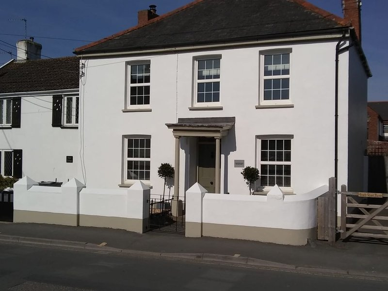 Beautiful refurbished 3 bedroomed cottage in the heart of Braunton, holiday rental in Ashford