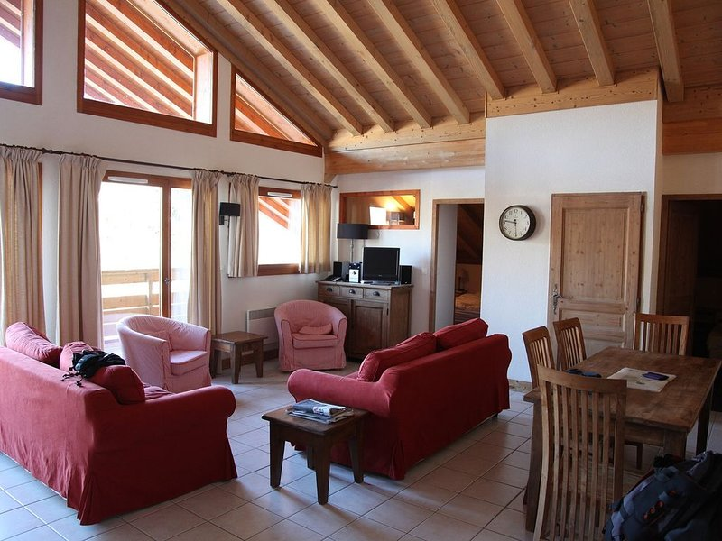 Ski2door 3 DBL( 1twin) ,2 bath,2 sofa beds slps 8-10 Shops Pub, Rest < 10M, location de vacances à Morillon