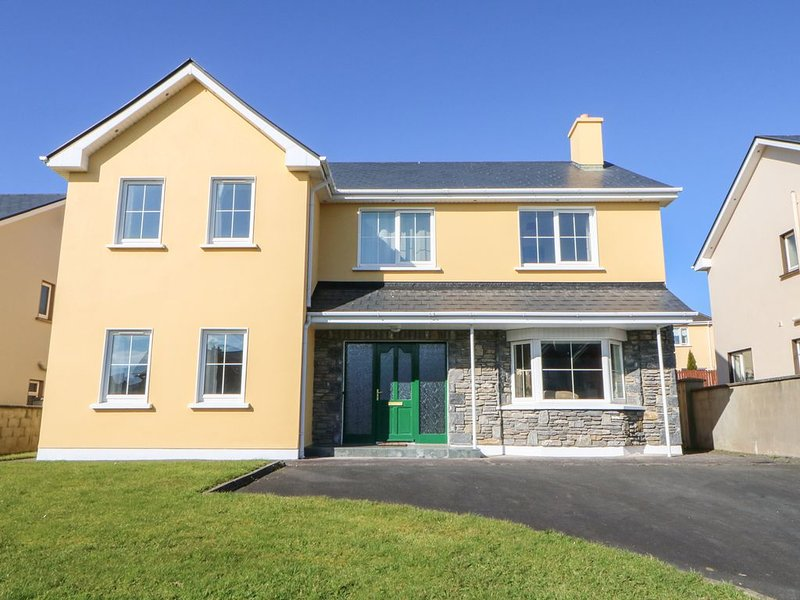 3 Baile on Tooreen, KILLORGLIN, COUNTY KERRY, vacation rental in Glencar