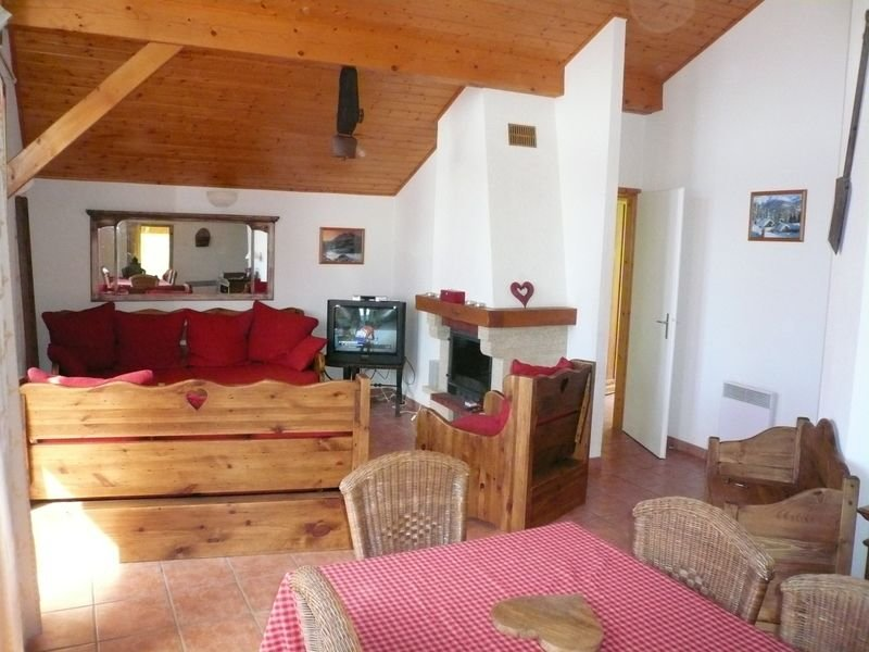 Chalet moderne situé à Vallandry, tout confort et télésiège à 250 m, casa vacanza a Vallandry