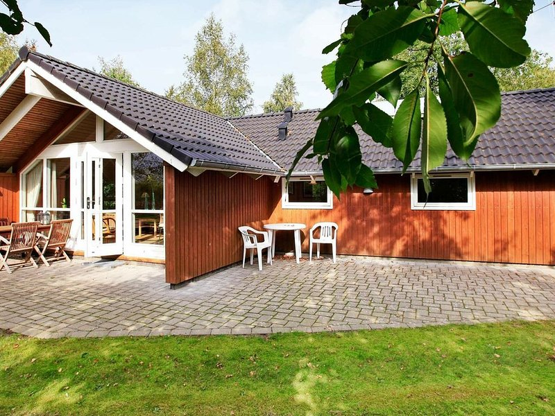 Cozy Cottage in Ansager with Whirlpool, holiday rental in Hovborg