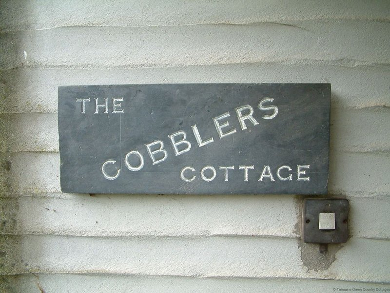 Cobbler's Real Cornish Cottage, in award winning grounds, holiday rental in Pelynt