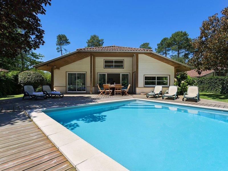Luxury villa with a large garden near Etang de Laprade, holiday rental in Moliets et Maa
