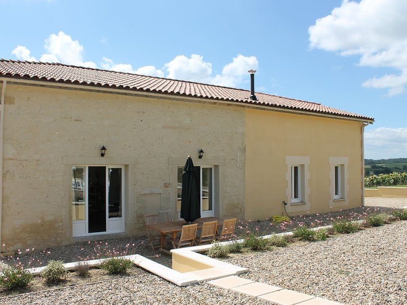 19th Century French Farmhouse With Private Heated Pool And Countryside Views, holiday rental in Coutures