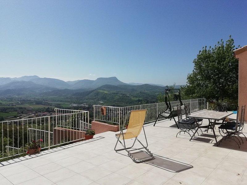 Maison avec très belle vue grand jardin, rivière Drôme, Vercors, Provenc, location de vacances à Divajeu