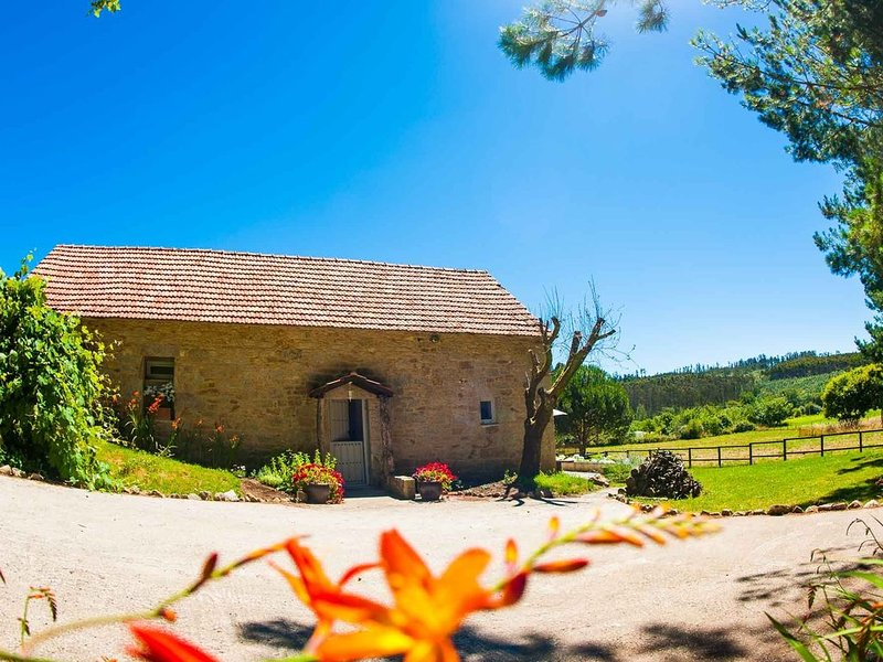 Stunning Barn Conversion located in the heart of the Galician countryside, vacation rental in Monfero