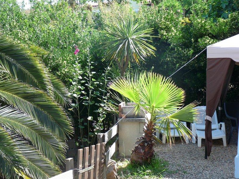Porticcio: appartement  indépendant en rez de jardin de villa, vue mer, casa vacanza a Pila-Canale