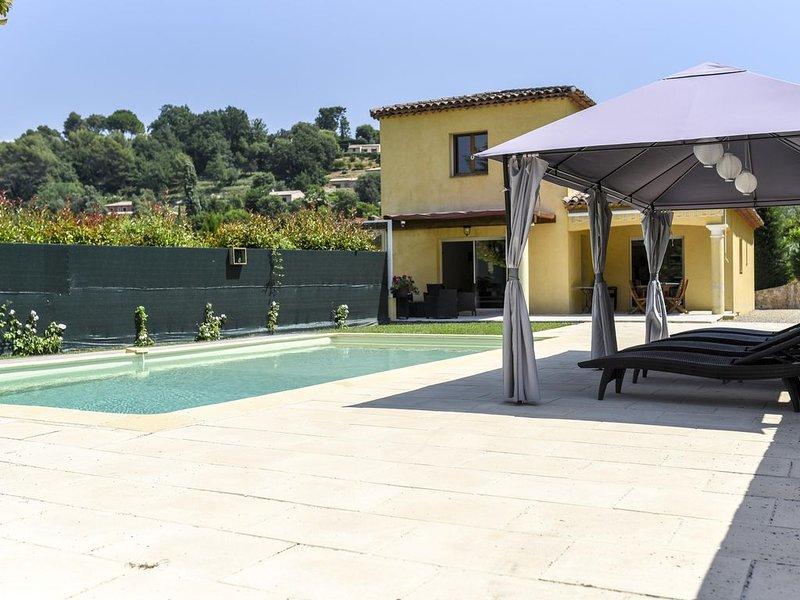 Grande villa moderne avec jardin et piscine, idéale pour regroupement familial, alquiler vacacional en La Colle-sur-Loup