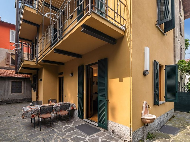 Modern Apartment in Meina Italy near Ski area, Ferienwohnung in Meina