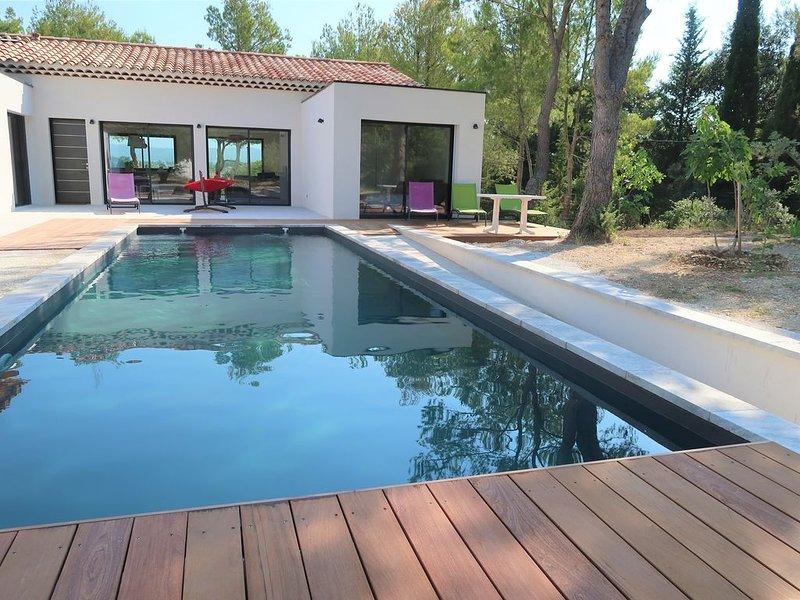 Vue fabuleuse Ventoux, Mazanel, maison design, piscine privée, climatisation,, holiday rental in Mazan