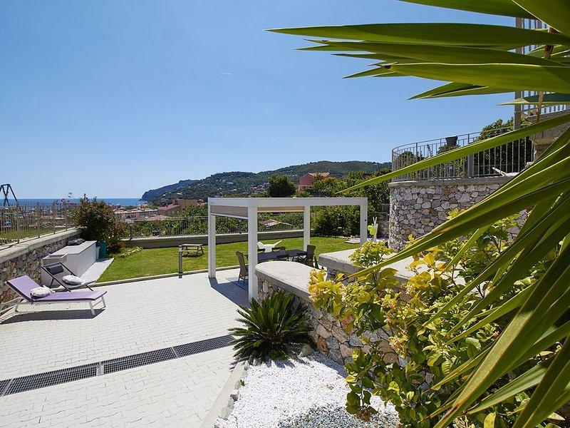 Appartamento  4 persone  in Villa vista mare con giardino e ampi spazi esterni, vacation rental in Torre del Mare