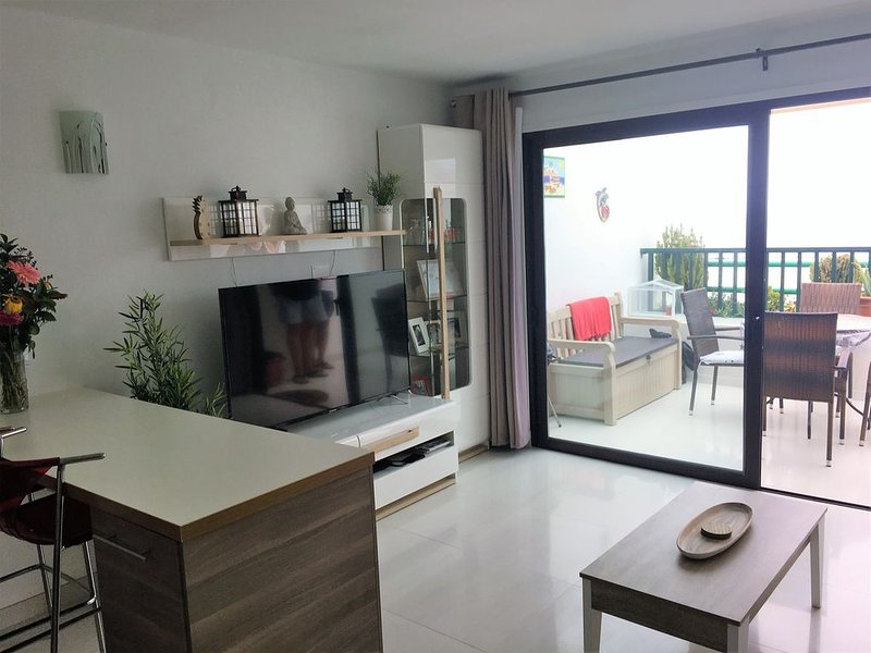 Spacious 1 bed Sea View Apartment close to beach and all amenities, Ferienwohnung in Tias