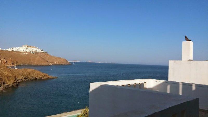 VILLA AD ASTYPALIA SUL MARE CON VISTA SPETTACOLARE DELLA CHORA, vacation rental in Astipalea