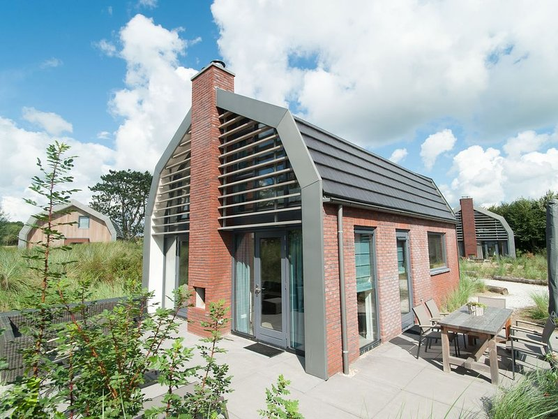 Beautiful new villa with sauna surrounded by dune reserve near the sea, holiday rental in Egmond-Binnen