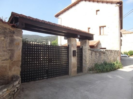 Casa Rural La Canaleja para 10 personas, holiday rental in Puente-Arenas