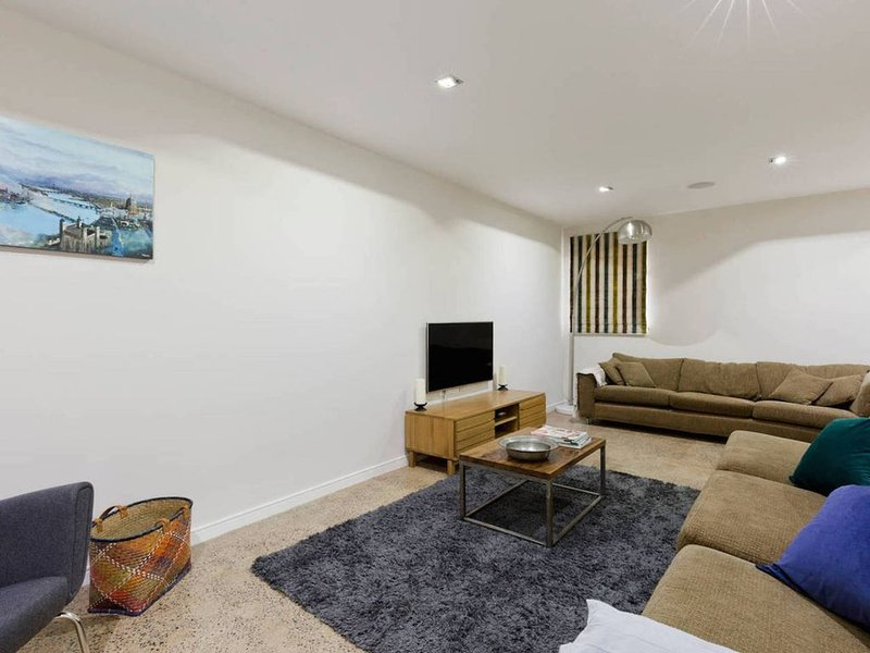 Well-appointed 3 Bedroom West-London House, Ferienwohnung in Hounslow