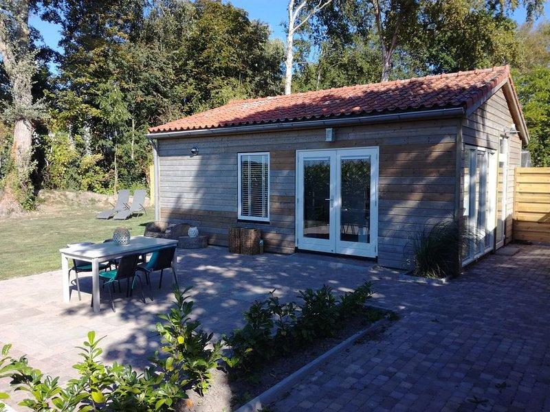 Sfeervol vrijstaand vakantiehuis in Veere, sauna en fitness, natuur en privacy, holiday rental in Middelburg