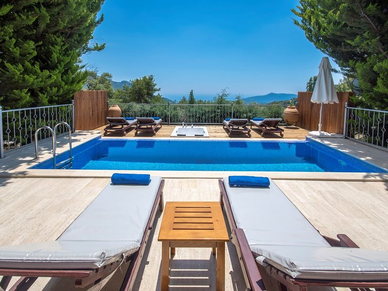 Secluded Villa for 6 in Spectacular Location, with Beautıful Large Garden & Pool, casa vacanza a Islamlar