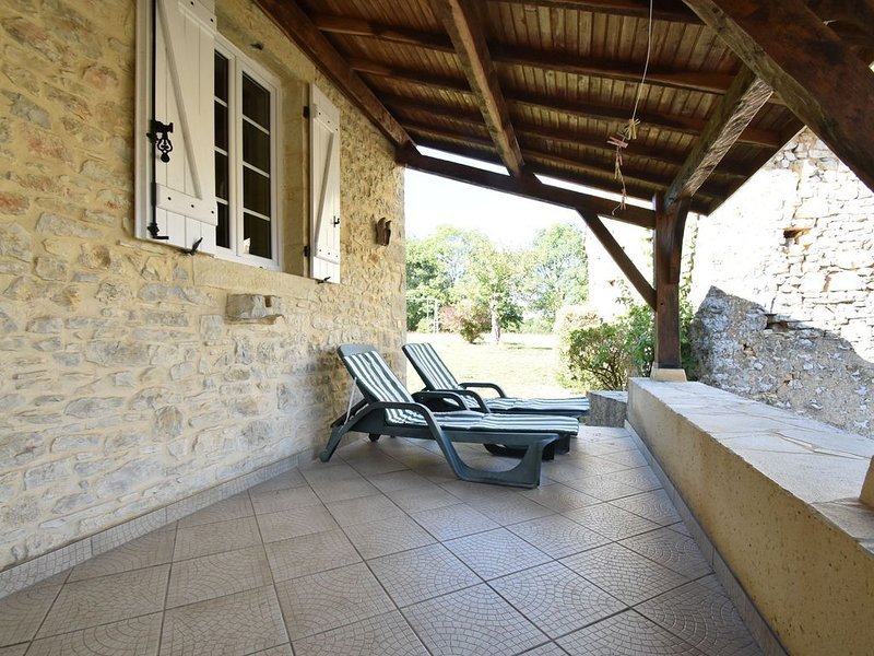 Vintage Holiday Home with Terrace, Garden, BBQ, Boules Court, vakantiewoning in Florimont-Gaumier