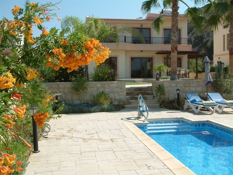 Zeus Villa. Three bedroom villa with private big pool and landscaped garden ., holiday rental in Avdimou
